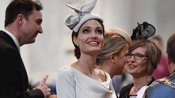 Очень худая Анджелина Джоли наслужбе встолице Англии