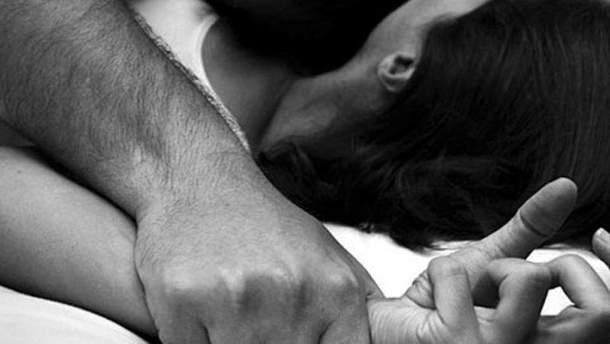 Ром изнасиловал 17-летнюю девушку на кладбище в Звенигороде