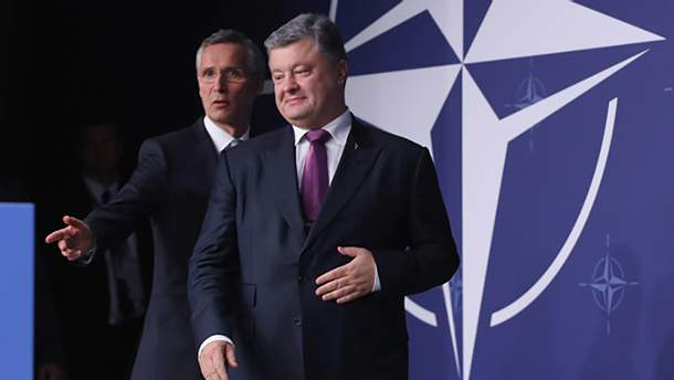 Порошенко переконує, що двері НАТО для України відкрито