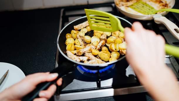 Як ні в якому разі не можна смажити картоплю