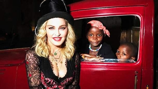 Мадонна з доньками