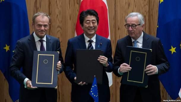 Председатель Европейского Совета Дональд Туск, премьер-министр Японии Синдзо Абэ, председатель Европейской комиссии Жан-Клод Юнкер