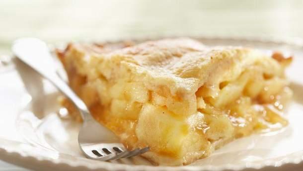 Яблучна шарлотка в мультиварці: швидкий рецепт приготування смачного десерту