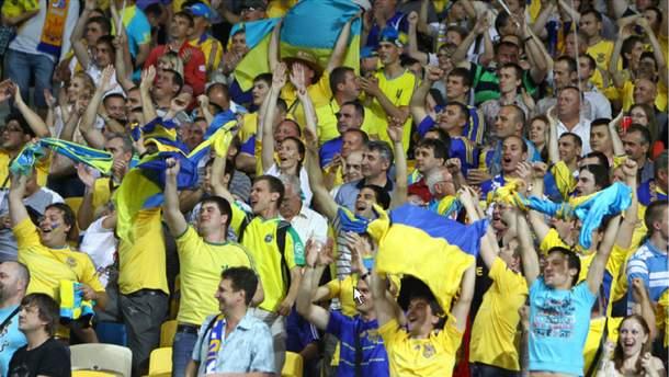 Українські фанати не співатимуть пісню про Путіна через домовленість з Григорієм Суркісом