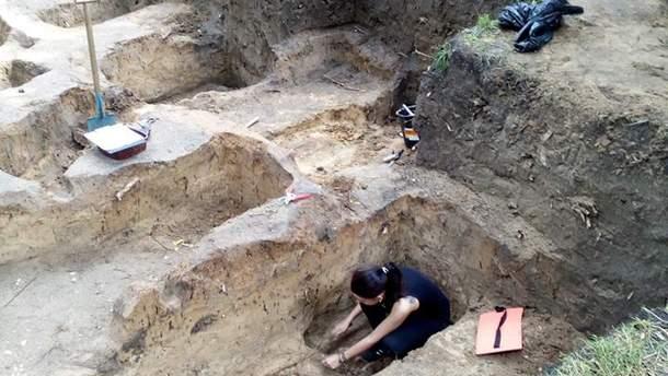 Кладовище діяло з  XIV по ХІХ століття.