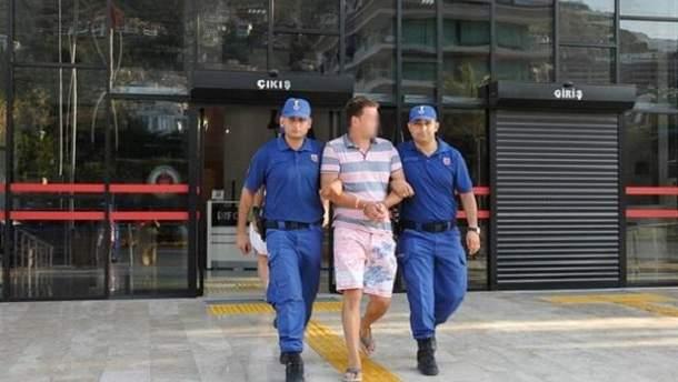 Росіянин Андрій Похвальний наразі перебуває під арештом у Туреччині