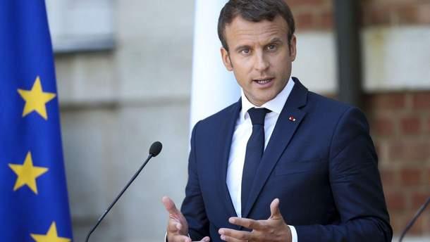 Советник Макрона напал на участника демонстрации в Париже