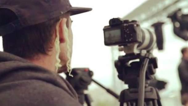 Оператор влучно потролив мера Москви: знімав інтерв'ю з локшиною на вухах