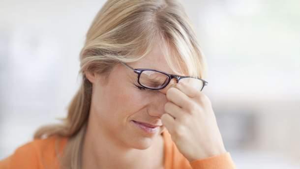 Про що свідчить пульсуючий біль в очах