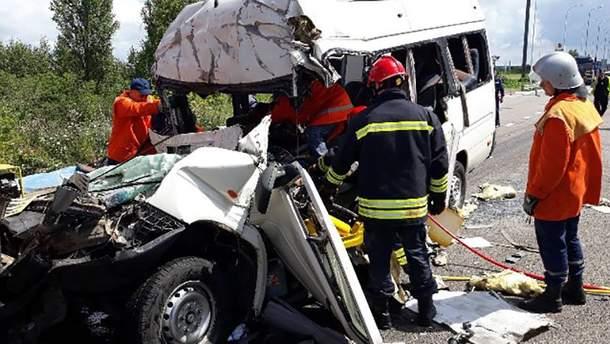 Внаслідок ДТП на Житомирщині загинули 11 людей, – ДСНС