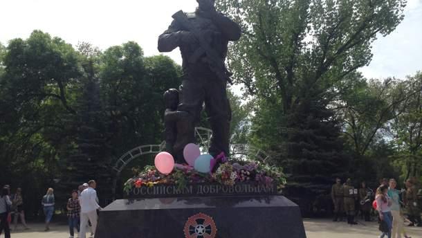 Памятник погибшим российским журналистам в Луганске