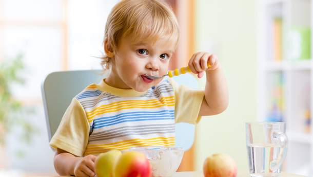 Які продукти не можна давати дитині на сніданок