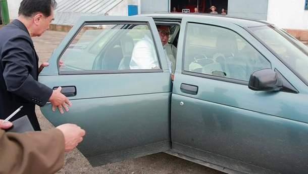 Кім Чен Ин у російському авто ВАЗ LADA Priora