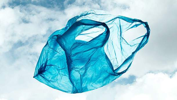 Австралія заборонила пропонувати покупцям пластикові пакети