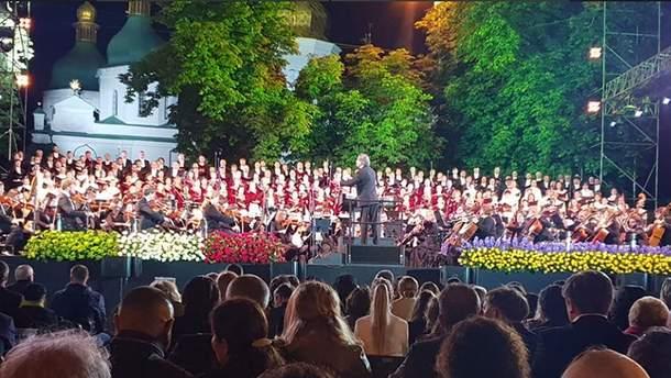 """На концерті """"Шляхи дружби. Равенна – Київ"""" Порошенко вручив державні нагороди"""