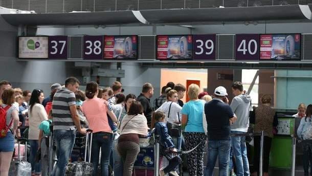 """Украинские туристы не могут вылететь из аэропортов Туниса, Албании, Грузии и столичного """"Киева"""""""