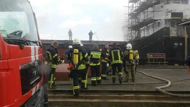В Херсоне загорелось судно