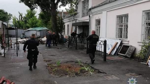 В Киеве неизвестные открыли стрельбу на рынке и забрали деньги