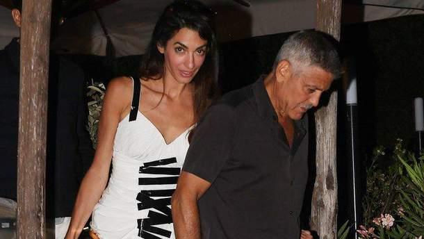 Амаль та Джордж Клуні на Сардинії