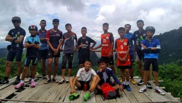 У Таїланді знайшли дитячу футбольну команду, яку шукали у печерах 9 днів