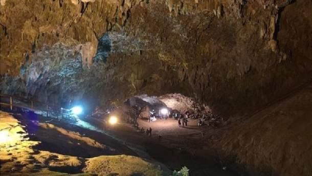 Знайдені в тайській печері діти можуть лишатися там протягом кількох місяців