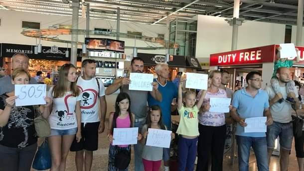 Українські туристи застрягли за кордоном