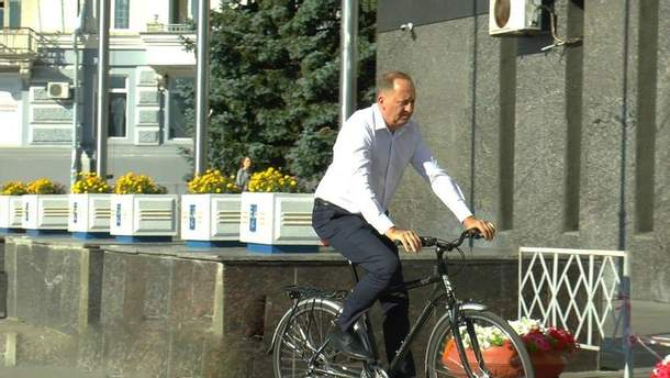 В Сумах чиновники решили пересесть на велосипеды