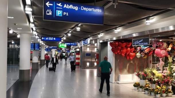 Мужчина с ножом напал на сотрудника аэропорта Дюссельдорфа