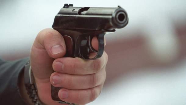 У Києві невідомий стріляв у чоловіка