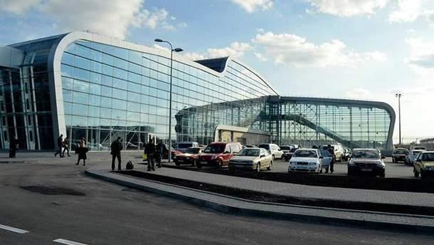 У львівському аеропорту застрягли туристи, які планували летіти до Барселони