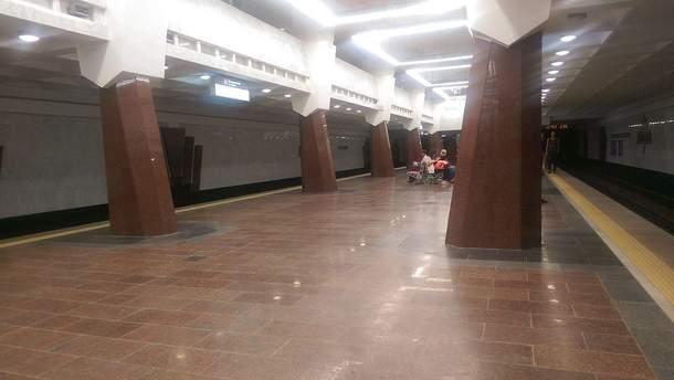 В харьковском метро мужчина разлил опасную жидкость