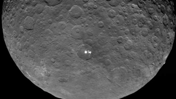 Зонд сделал подробные фото загадочных белых пятен