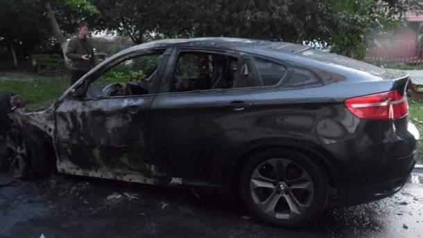 На Рівненщині вночі спалили два автомобілі