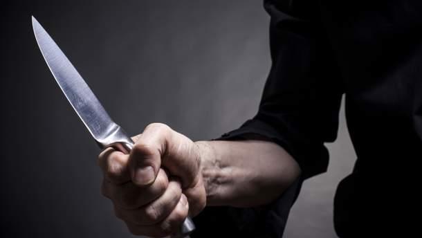 На Закарпатті іноземець ударив ножем відвідувача монастиря