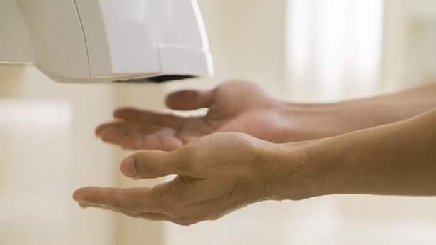 Чем опасны сушилки для рук