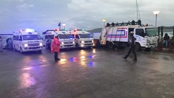 В результате мощного шторма в Андаманском море вблизи таиландского острова Пхукет без вести пропали 49 туристов