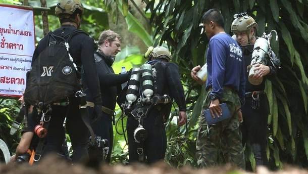 В Таиланде умер дайвер, который спасал детей из затопленной пещеры