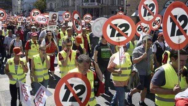 Несмотря на протесты, в Австрии позволили предприятиям увеличивать рабочий день до 12 часов