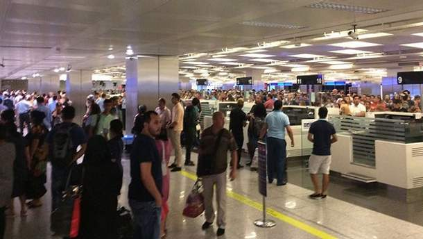 Українські туристи застрягли в аеропорту Відня