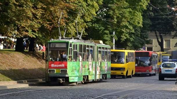 Во Львове в трамвае внезапно умер пассажир