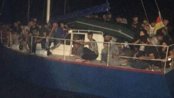 Яхта с нелегалами