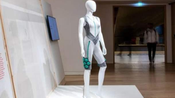 Ученые создали костюм, который усиливает мышцы человека