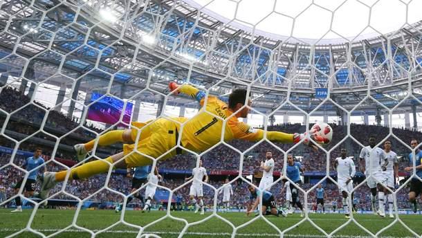 Уго Льоріс у матчі зі збірною Уругваю