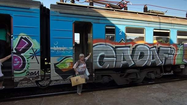 """На усунення графіті, а також через зіткнення зі сторонніми особами, тваринами та предметами в """"Укрзалізниці"""" витратили понад 3 мільйони гривень"""