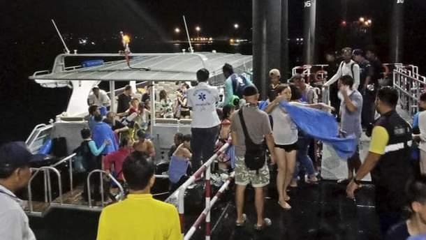 В Таиланде вблизи острова Пхукет погибли по меньшей мере 40 туристов, еще 16 числятся пропавшими без вести
