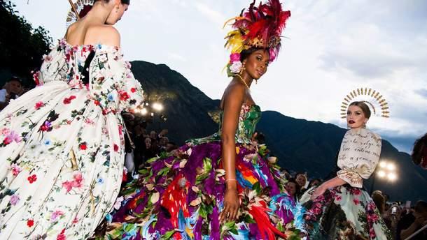Китти Спенсер, Наоми Кэмпбелл, Мэй Маск и Эшли Грэм: потрясающий показ Dolce & Gabbana