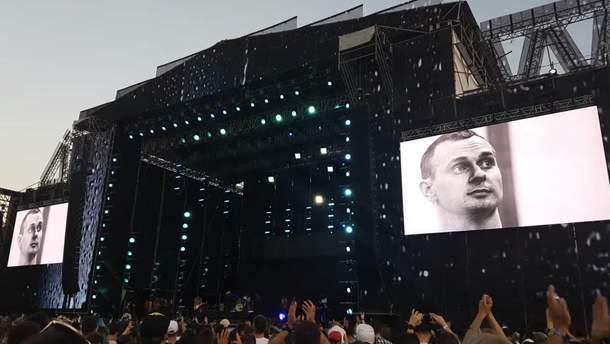 Группа Бумбокс вспомнила Олега Сенцова на Atlas Weekend