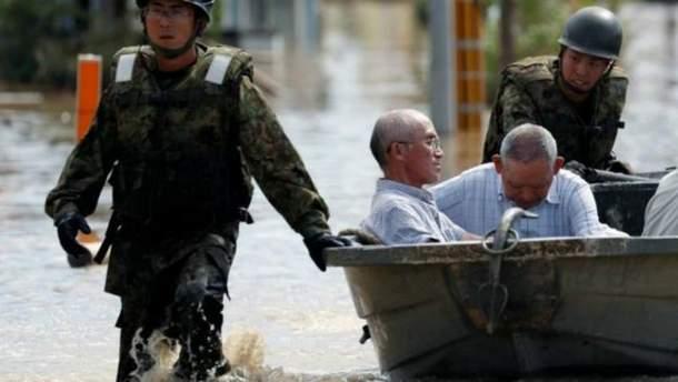 В Японии из-за мощных ливней эвакуируют людей