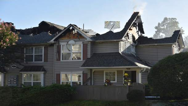 У Вільямсбурзі вертоліт впав на дах, від чого почалася пожежа