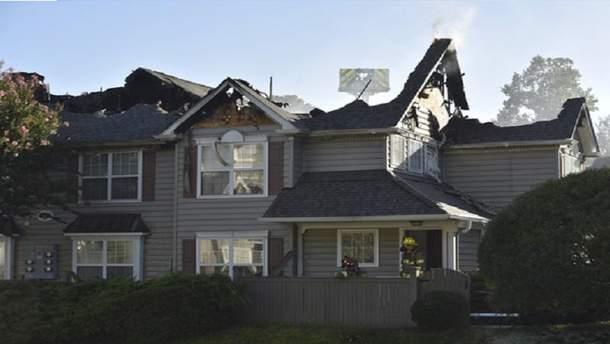 В Уильямсбурга вертолет упал на крышу, от чего начался пожар
